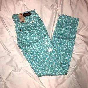 NWT Levi's 524 Skinny Jean